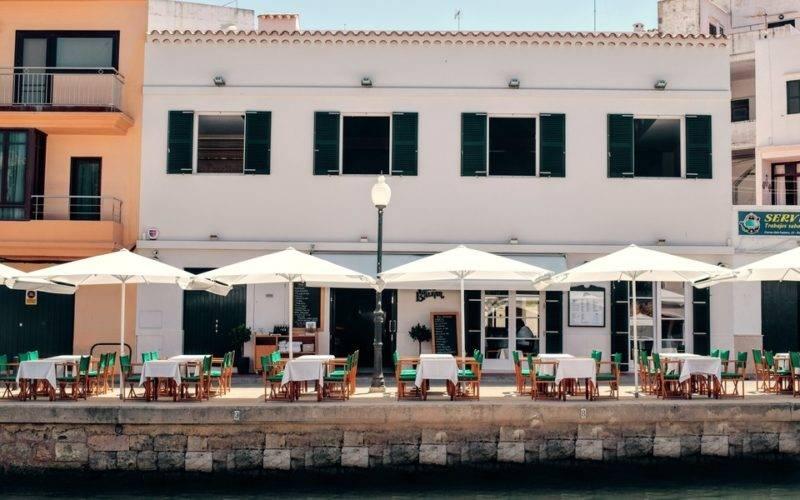 O Café Balear, no Porto de Menorca.