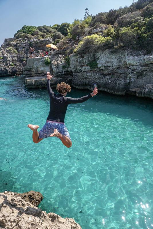 Viagem Menorca: uma das diversões aqui é saltar dos diversos cliffs