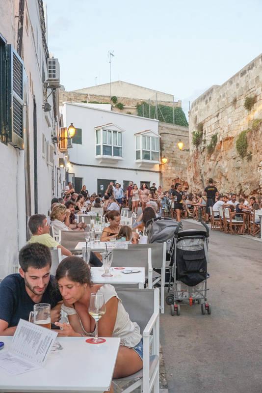 O que fazer em Menorca: Clima do por do sol no Porto da Ciutedella