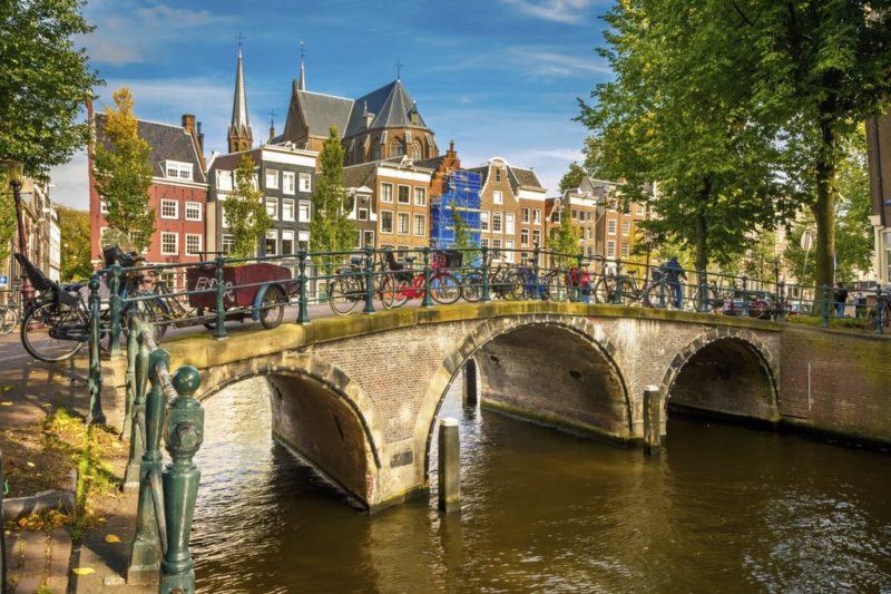Dicas Europa: Passeio pelas canais de Amsterdã.