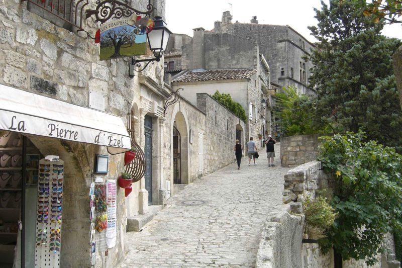 O que fazer em Les Baux-de-Provence: Subir a cidade medieval até o alto.