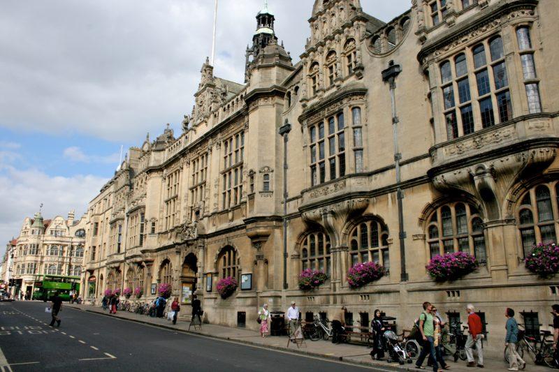 Ruas históricas de Oxford, na Inglaterra.