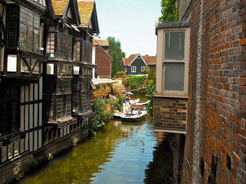 Viagem de Trem pela Inglaterra: passeio pelo rio, em Canterbury.