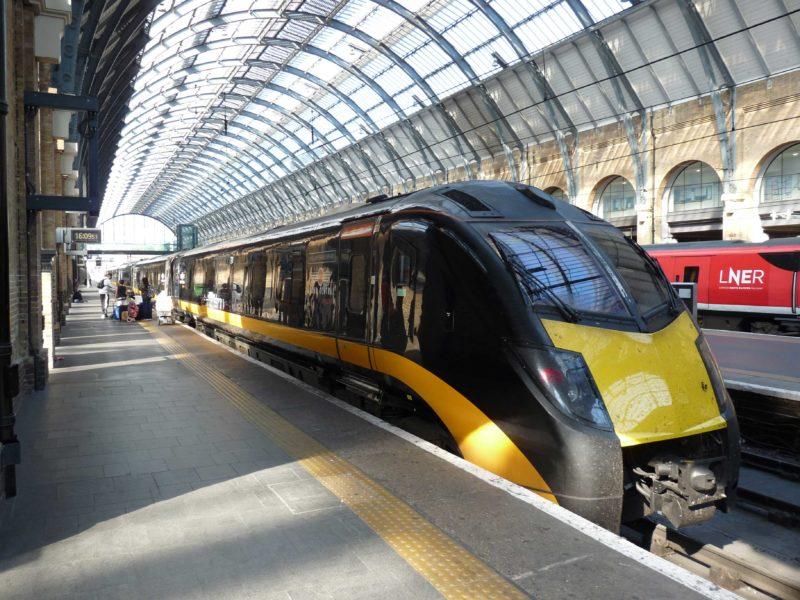 Trem pela Inglaterra: Estação de King's Cross, em Londres.