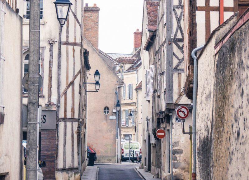 A arquitetura de Provins, na França, tem raízes germânicas.