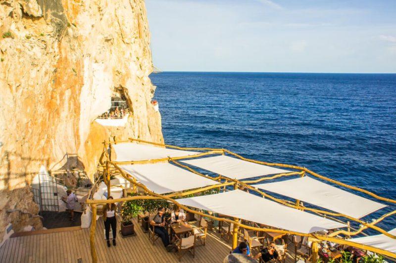 A vista espetacular do Cova D'en Xoroi, em Menorca.