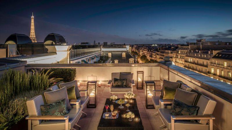 7 hotéis com vista para a Torre Eiffel: Terraço doHotel The Peninsula Paris.