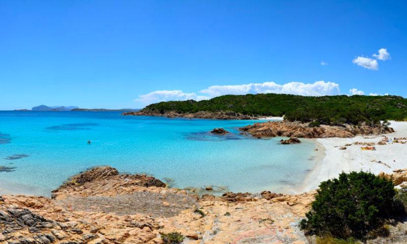 Motivos para conhecer a Sardenha: a preservada Spiaggia Del Principe.