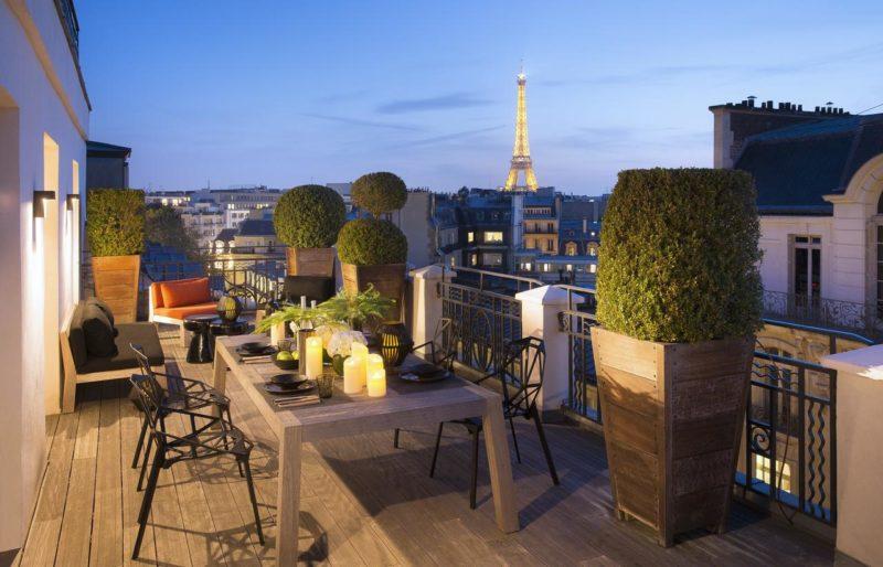 Quarto superior do Hotel Marignan Champs-Elysées, em Paris.