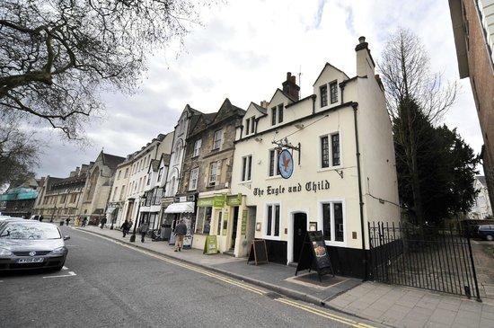 O que fazer em Oxford: visitar e curtir os muitos pubs da cidade.