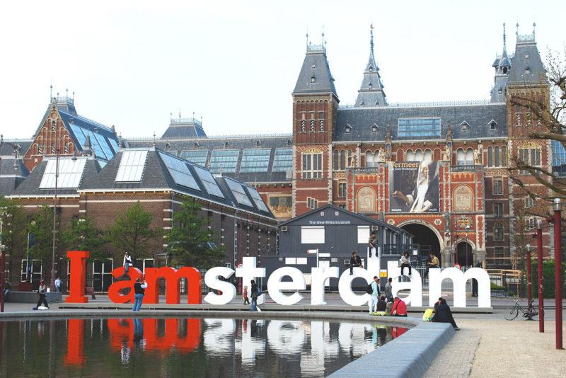 Roteiro pela Europa: O letreiro de Amsterdã e o Rijksmuseum.