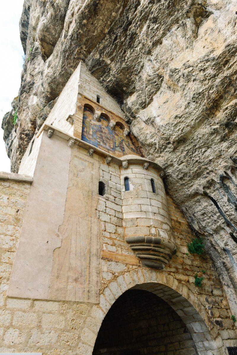 Cidades medievais na França: muitas contruções de Rocamadour ficam nos rochedos.