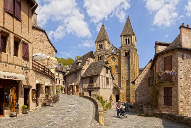 Em Conques, na França, não entram veículos.