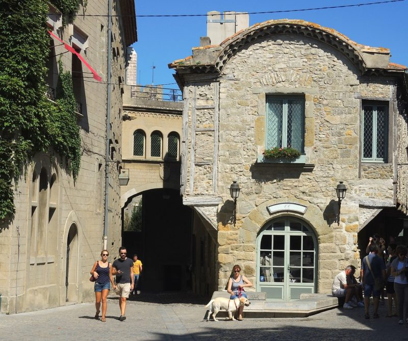 O que fazer em Carcassonne: As ruas da cidade são muito pacatas e medievais.