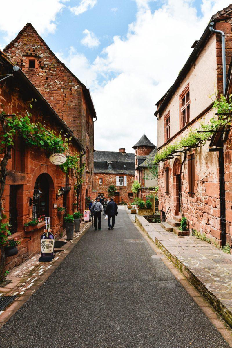 12 cidades medievais para conhecer na França: mais de Collonges-la-Rouge.