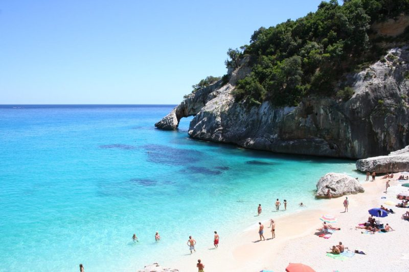Praias mais lindas da Sardenha: o azul intenso da Cala Goloritzè.