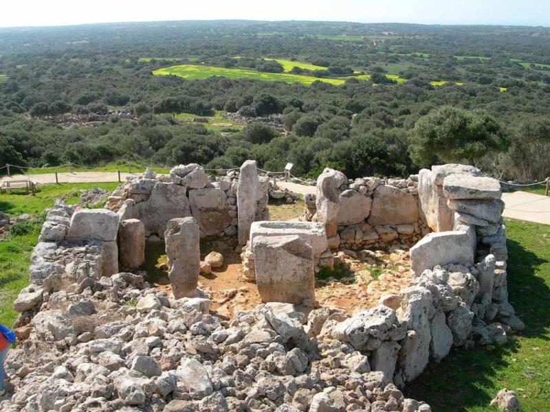 As espetaculares ruínas de Torre d'en Galmes, em Menorca.