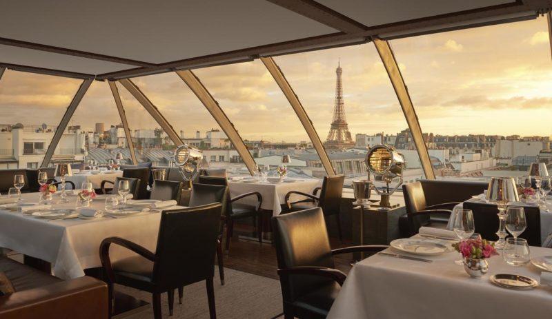 Restaurante do Hotel The Peninsula, em Paris.
