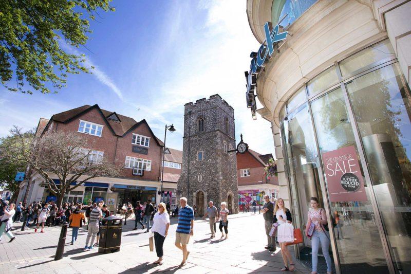 Monumentos históricos espalhados pela cidade de Canterbury.