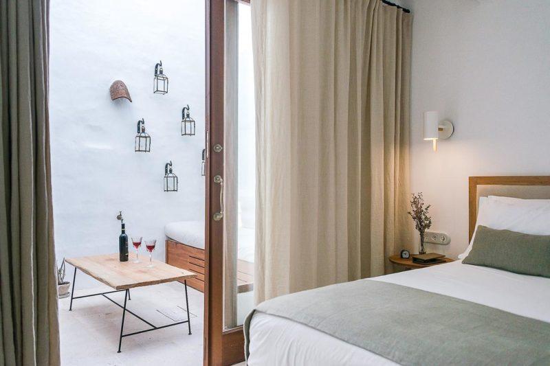 Todos os quartos do S'Hotelet d'es Born tem varanda privativa.