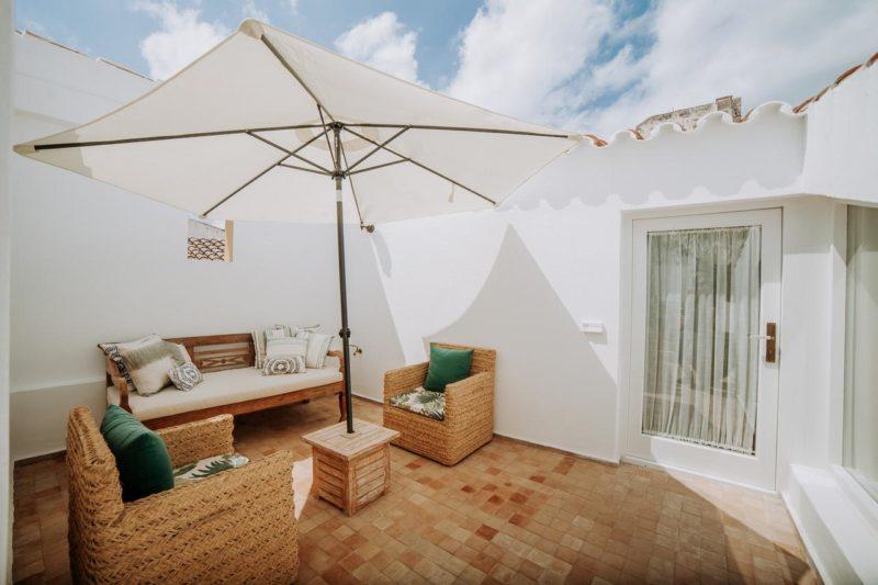 Alguns quartos do Boutique Can Sastre, em Menorca, tem varanda privativa.