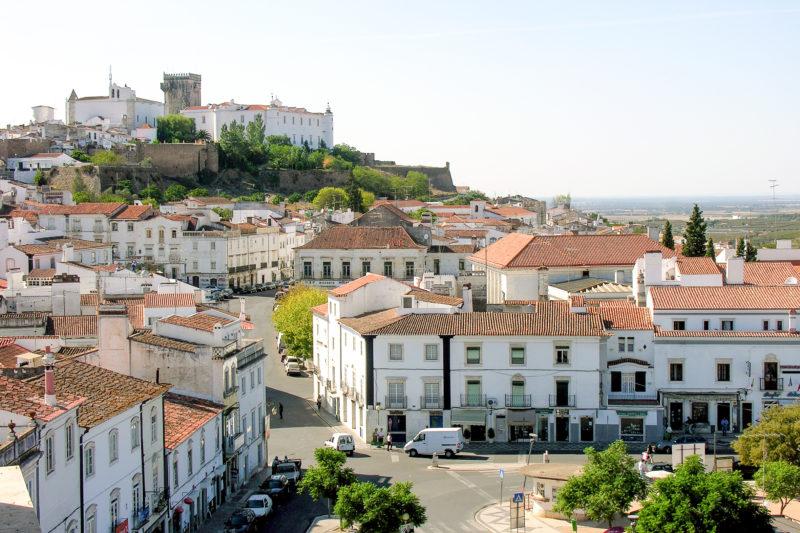 O que fazer no Alentejo: Visitar a charmosa cidade de Estremoz.