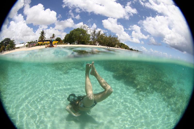 Ilhas do Caribe: Folkestone Beach, outra praia linda em Barbados.