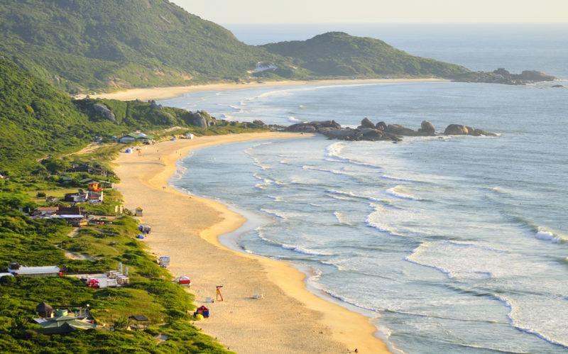 Praia Mole, uma das mais procuradas pelos surfistas em Florianópolis.