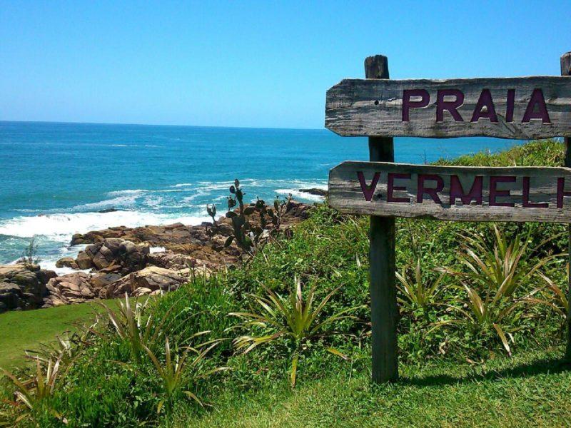 Roteiro praias do sul do Brasil: Trilha até a Praia Vermelha, na Praia do Rosa.