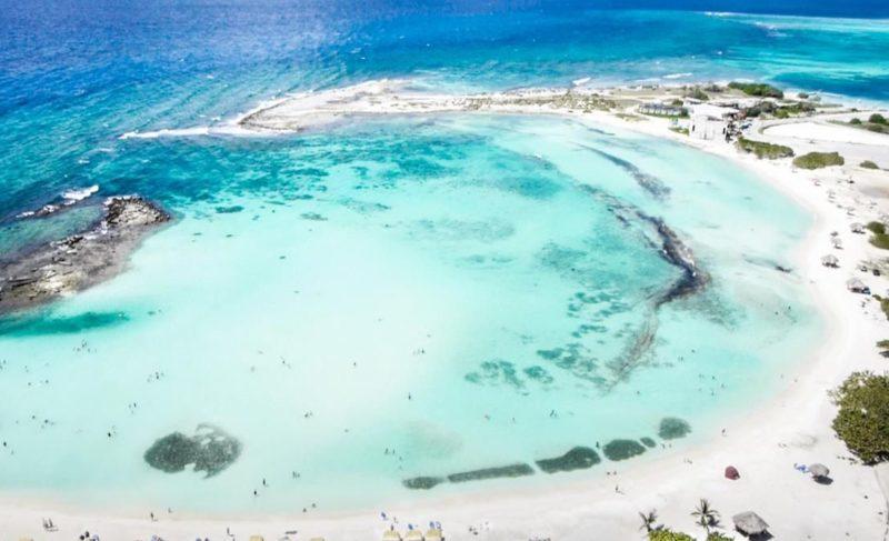 Quais ilhas visitar no Caribe: Baby Beach, em Aruba.