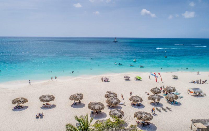 O que fazer em Aruba: Eagle Beach, uma das praias mais lindas do Caribe.