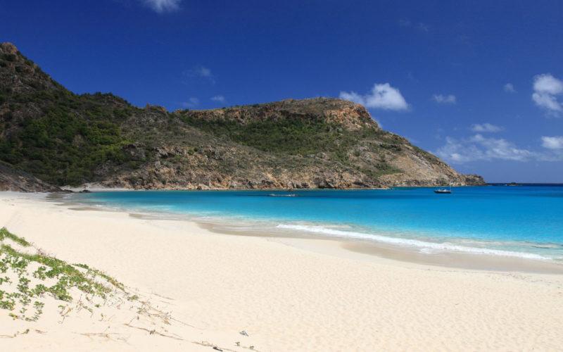 Ilhas caribenhas para visitar: Salinas Beach, uma das praias mais lindas de St. Barth.
