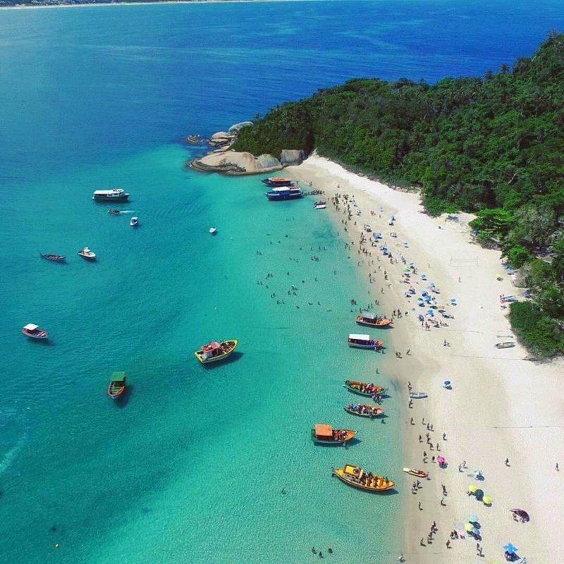 Praias de Santa Catarina: O mar impressionate e calmo da Ilha do Campeche.
