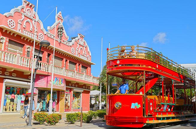 O charmoso centrinho de Oranjestad, em Aruba.
