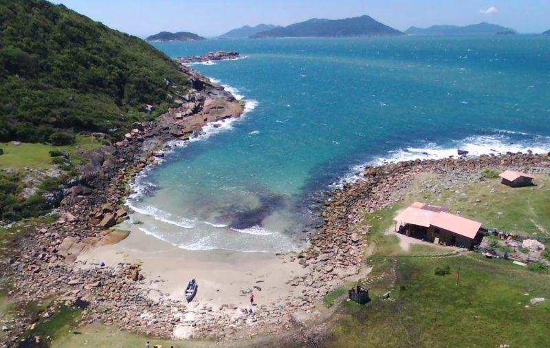 Roteiro praias do sul do Brasil: Praia do Maço, em Santa Catarina.