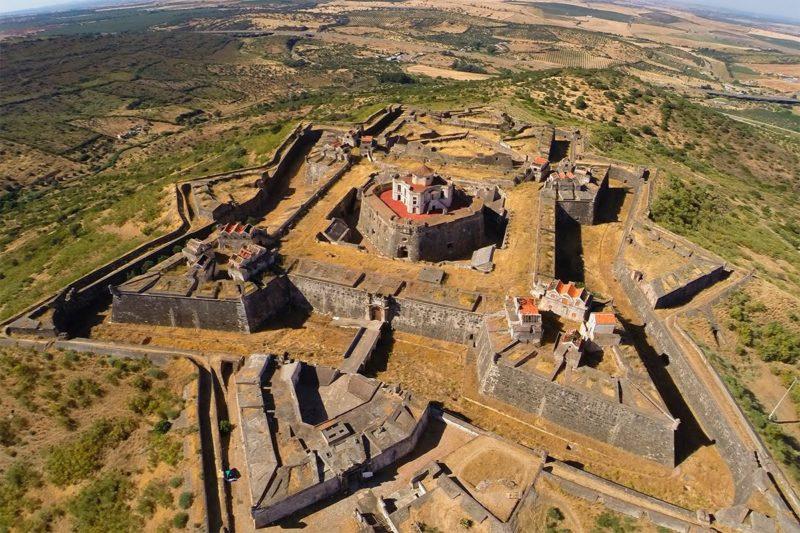 O impressionante Forte da Graça, em Elvas.
