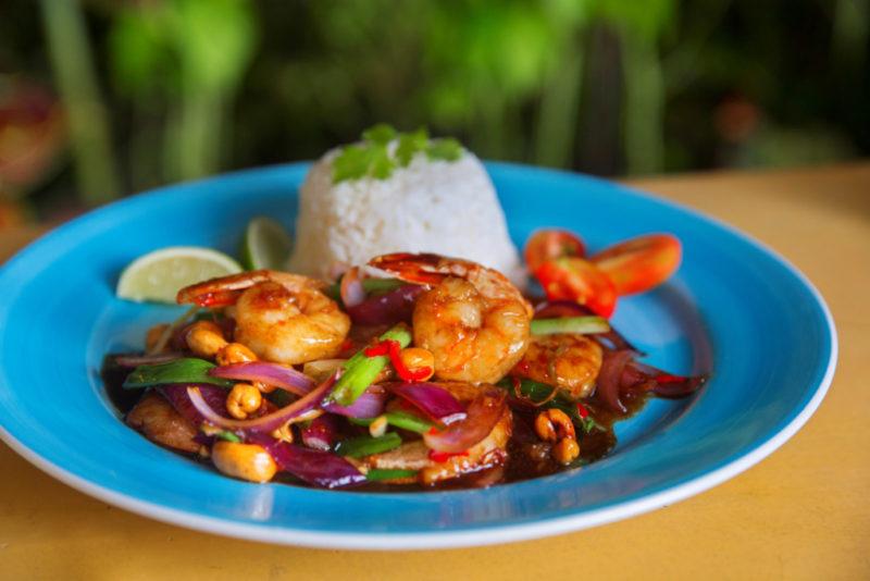 O camarão tailandês do Thai Brasil, restaurante que a gente ama em Paraty