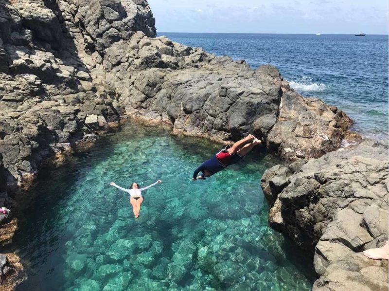 O que fazer em Noronha: a piscina natural do morro de Fora, entre as praias do Meio e Conceição.