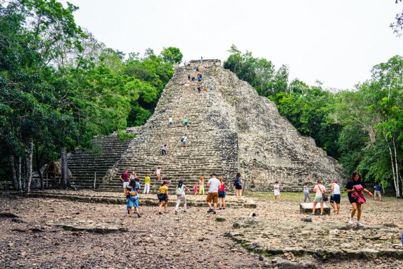 As ruínas de Coba, em Quintana Roo: além de ser no meio da selva, dá pra subir na pirâmide e explorar o parque de bicicleta