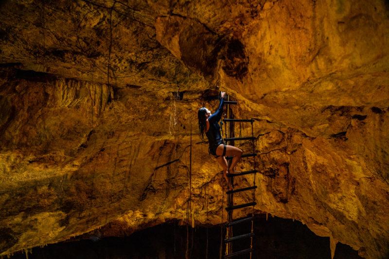 Rapel no Cenote, e depois escada acima: experiência única, e sem crowd!