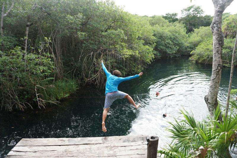 Dicas Quintana Roo: Jaguar, um cenote aberto que parece um lago.