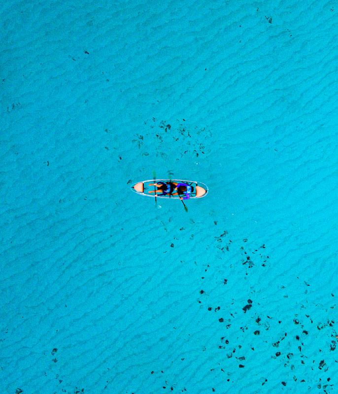 Nós de caiaque nas águas do Garrafón Isla Mujeres: o dia nem estava super ensolarado nesse dia e, mesmo assim, vejam a cor do mar