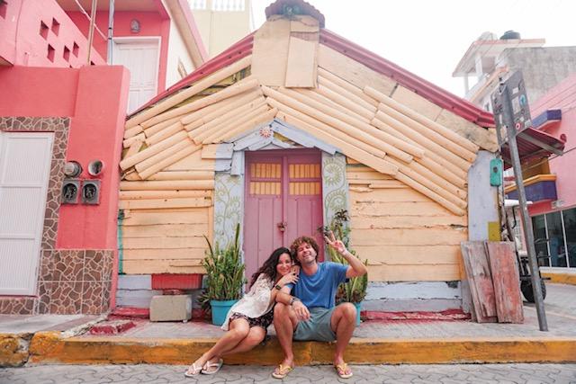 O centrinho de Isla Mujeres é todo colorido. Achamos uma graça!