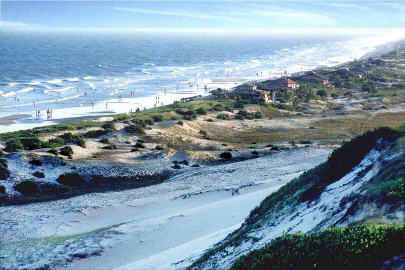 Para onde ir em fevereiro: As dunas de Itaúnas que contornam o litoral.