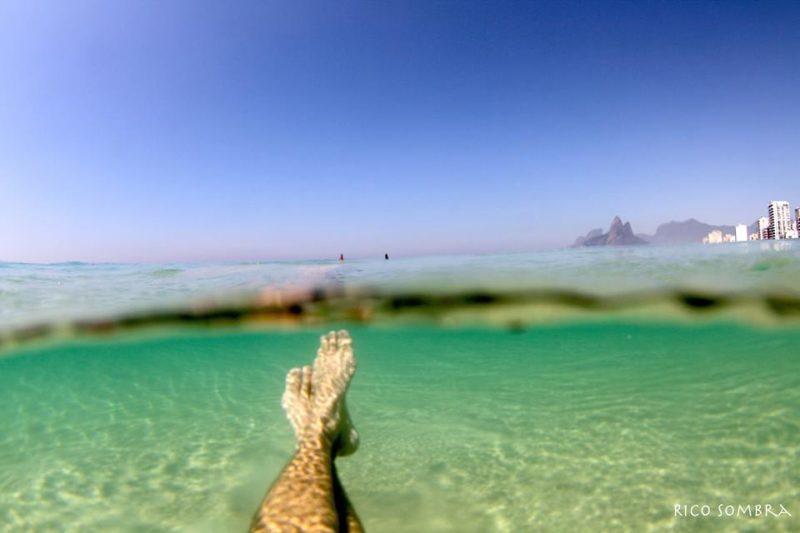Para onde ir em fevereiro: mar cristalino de Ipanema, no Rio.