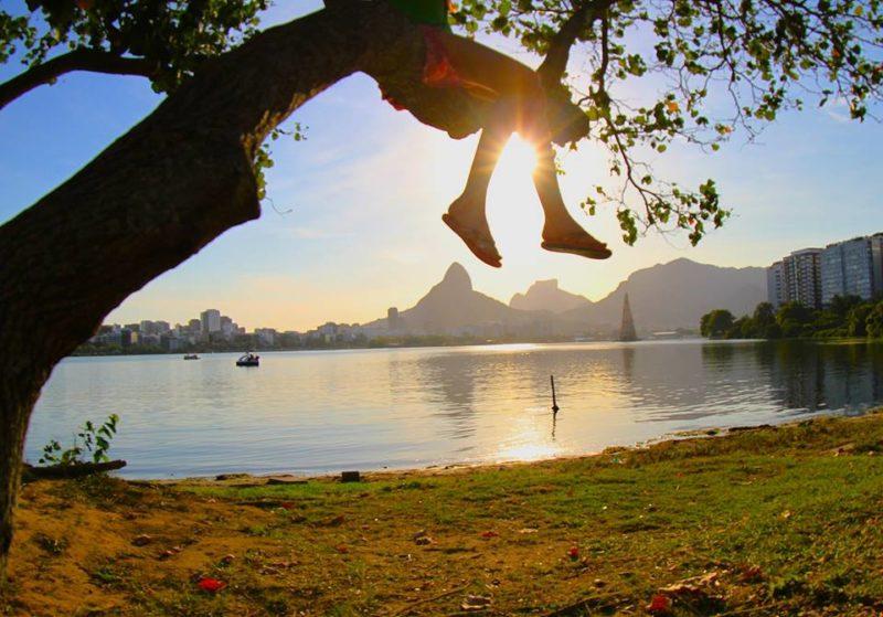 Dicas de viagem em fevereiro: a linda Lagoa Rodrigo de Freitas, no Rio.