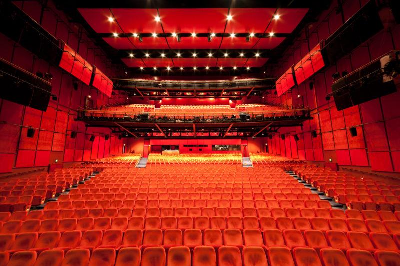 Dicas de viagens em fevereiro: sala que recebe o festival Berlinale.