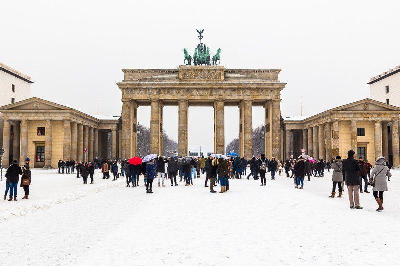 )nde viajar em fevereiro: o famoso Portão de Brandemburgo, em Berlin.