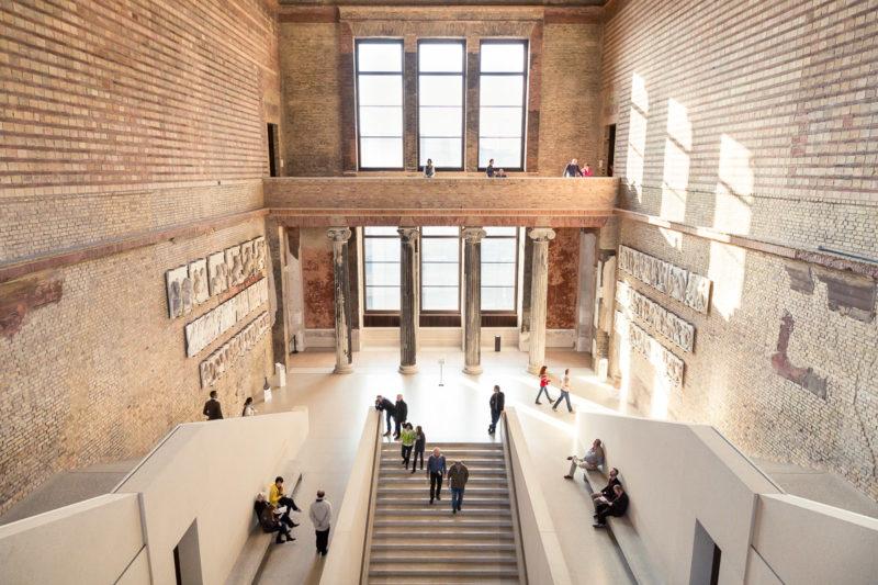 O que fazer em Berlin no inverno: explorar os museus como o Neues Museum.