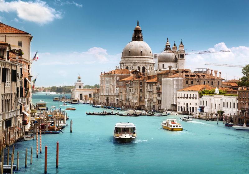 Onde ir em fevereiro: famosos canais de Veneza para navegar.